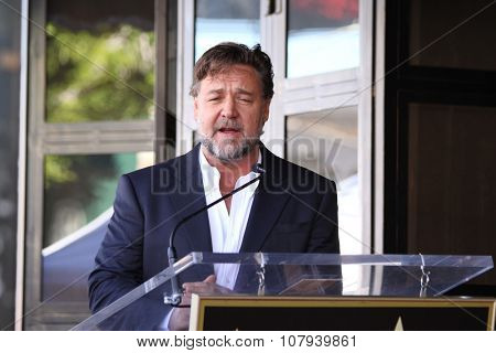LOS ANGELES - NOV 05:  Russell Crowe at the Ridley Scott Hollywood Walk of Fame Star Ceremony at the Hollywood Blvd on November 05, 2015 in Los Angeles, CA