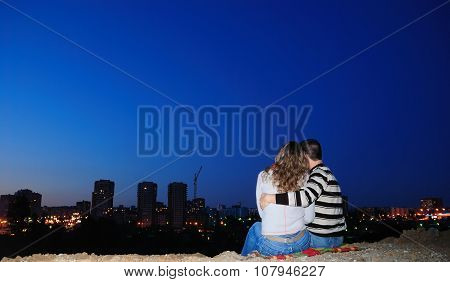 Enamoured Pair In A Night City