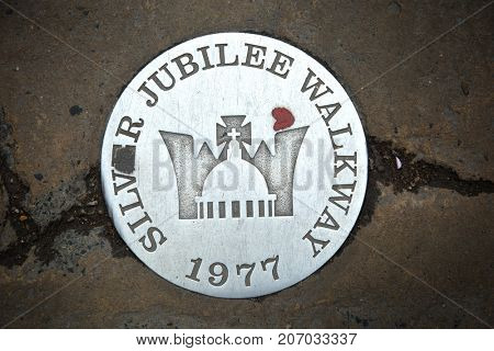 LONDON-UK, Mai 29, 2017:  Jubilee walkway sign on the Queen's walkway along the Thames in London