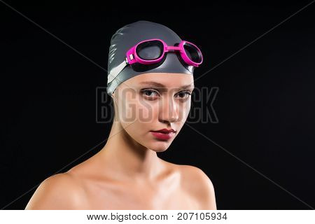 girl is going to swim, swimming cap, glasses, swimming pool