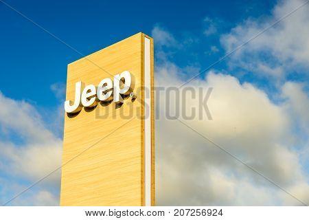 Northampton Uk October 3, 2017: Jeep Logo Sign Stand Northampton Industrial Estate