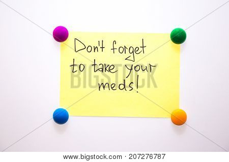 Fridge note with the reminder: Don't forget to take your meds!
