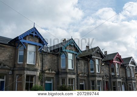 Several Scottish stone houses with colourful roofs