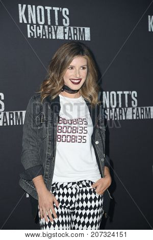 LOS ANGELES - SEP 29:  Shenae Grimes Beech at the Knott's Scary Farm and Instagram Celebrity Night at the Knott's Berry Farm on September 29, 2017 in Buena Parks, CA