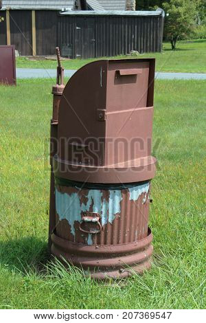 Metal trash can with bear proof lid, vertical aspect