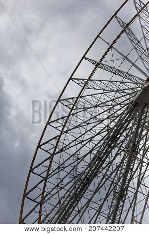 Construction of a big wheel in a fairground