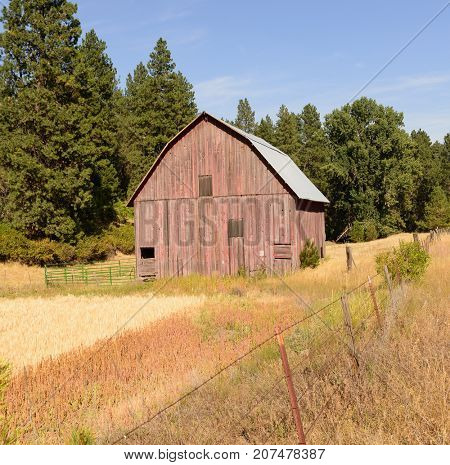 Old barn in the Palouse