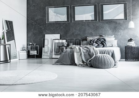 Restful Black And White Bedroom