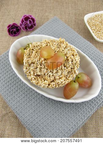 Puffed amaranth with white chocolate and grapes