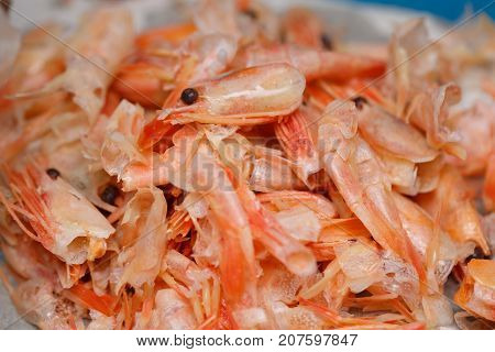 Food scraps from Shrimp peeled on the plastic platerecycle concept