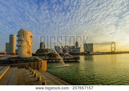Singapore City, Singapore: Sep 29,2017: Sunrise At Merlion And Singapore City Skyline With Singapore