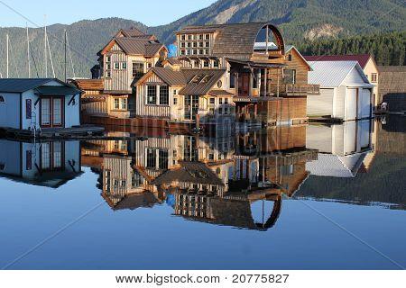 Lake Pend Orielle Float House