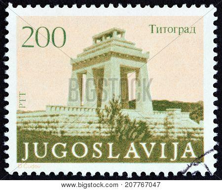 YUGOSLAVIA - CIRCA 1983: A stamp printed in Yugoslavia shows Triumphal Arch, Titograd, circa 1983.
