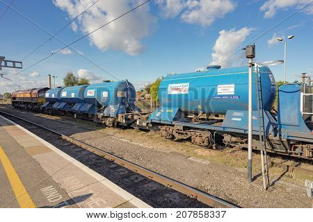 Didcot, UK. 8th October 2017. A freight train with tanks is idle in a siding at Didcot Parkway railway station.