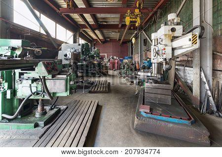 Vintage Drilling, milling, turning machines Metalworking shop