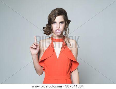 Got An Idea. Trendy Female With Bubble Gum. Retro Fashion Model. Teen Girl In Retro Clothes. Vintage