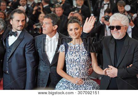 CANNES, FRANCE - MAY 17, 2019:  Asier Etxeandia, Antonio Banderas, Penelope Cruz, Director Pedro Almodovar  attend the screening