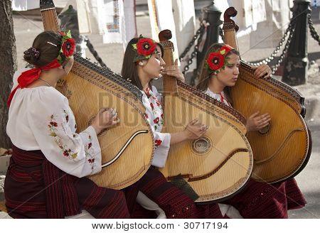 Kiev.ukraina- May 29: Girls Play The Bandura On The Day Of The Ceremony Ulitse.na Goroda.may 29.2011