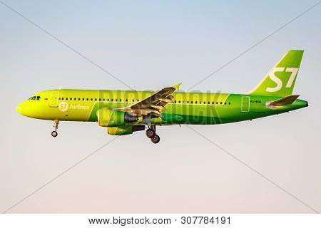 Moscow, Russia - June 20, 2019: Aircraft Airbus A320-214 Vq-boa Of S7 Siberia Airlines Landing At Do
