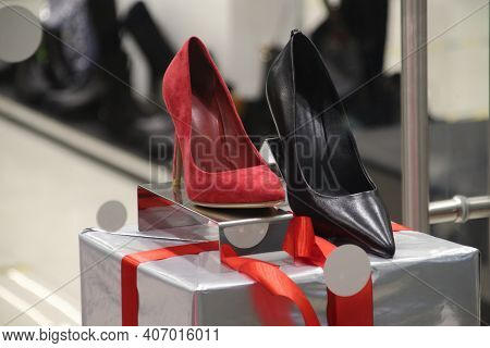 Shoe Store Selling Womens Heels Stiletto Red And Black Stands On Holiday Sale Shelf