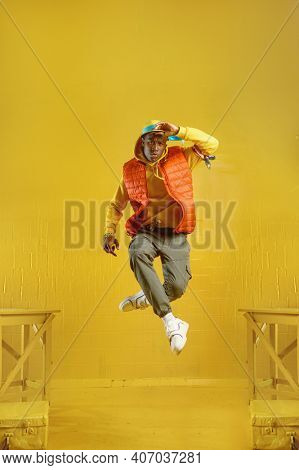 Young rapper jumps in studio with yellow tones