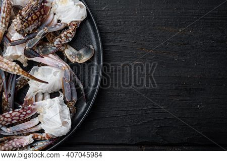 Fresh Blue Swimming Crab Horse Crab, Blue Crab, Flower Crab Claws Set, On Plate, On Black Wooden Tab