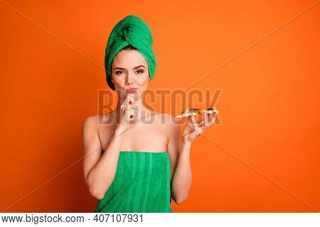Photo Portrait Of Woman Holding Pizza Slice Thinking Touching Face Chin With Finger Isolated On Vivi
