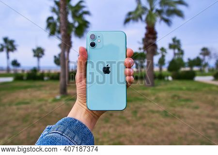 Apple Iphone 11 Mint Green With 2 Camera Lenses Of 2019 Release In Hand