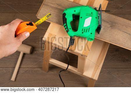 Craftsman Installing  Laminate Flooring In New Apartment