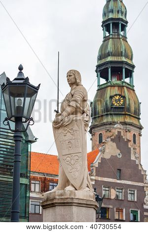 Statue of Roland. Town Hall Square (Ratslaukums) Riga Latvia Baltic States Europe poster