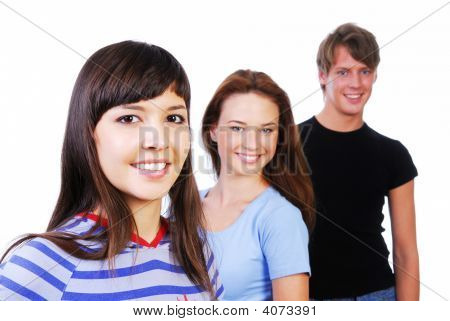 drei jung lächelnd Teenager