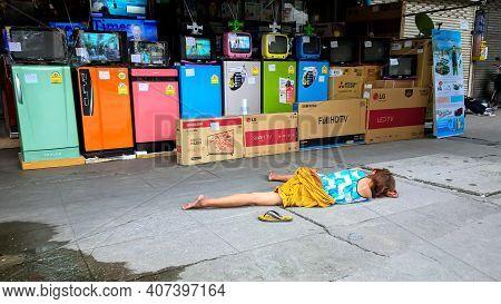 Bangkok Thailand - June 2, 2017 : Drunken Woman Sleeping On Sidewalk In Front Of The Electronics Sho