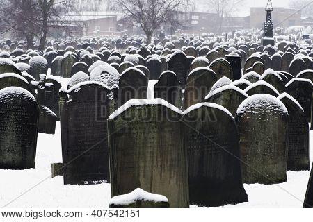 Doncaster, Uk - February 2, 2021.  Full Frame Of Gravestones In A Large Inner City Cemetary Or Churc