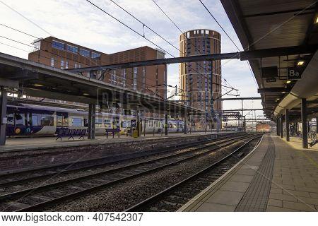 Leeds Train Station, Leeds, Uk - February 1, 2021.  Leeds Train Station Platforms Deserted During Co