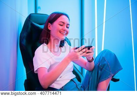 Young Female Professional Cybersport Gamer Play Mobile Game By Smartphone On Esport Tournament Onlin