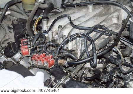Connection Of Gas Injectors To The Intake Manifold Of An Automobile Internal Combustion Engine