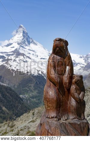 Zermatt, Switzerland- June, 4, 2019: Wood Carving Of Two Marmots With The Matterhorn Mountain In The