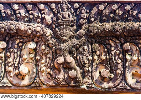 The Entrance  To The Stone Carving Is The Narayana With Garuda ,this Stone Carving  Is Fine  And  Be