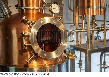 Copper Vacuum Still For Distillation Performed Under Reduced Pressure For Gin Production