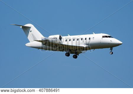 Vienna, Austria - May 13, 2018: Execujet Europe Bombardier Cl-600 T7-och Passenger Plane Arrival And