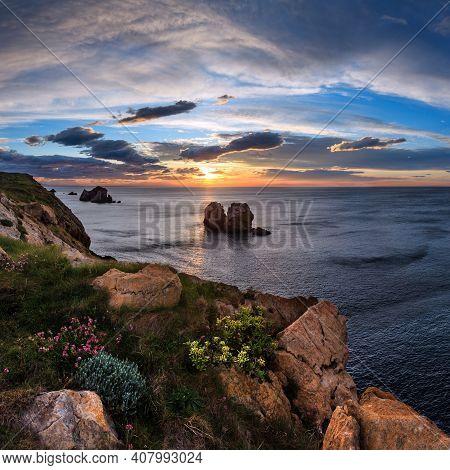 Sunset Blossoming Atlantic Ocean Beautiful Coastline Landscape (arnia Beach, Biskaya, Cantabria, Spa