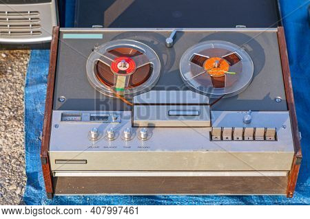 Four Track Stereo Reel To Reel Audio Tape Recorder
