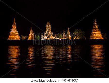 Night view of Wat Chaiwatthanaram temple