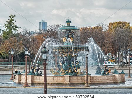 PARIS, FRANCE - NOVEMBER 05, 2014: Fountain in Paris at the Place de la Concorde in autumn
