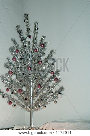 Aluminum Minimalist Christmas Tree