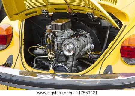 1976 Vw Yellow Bug / Beetle Car Engine