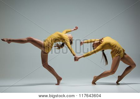 The two modern ballet dancers