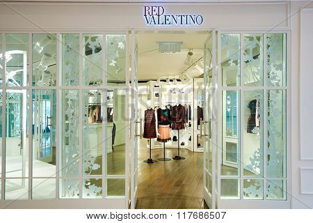 HONG KONG - JANUARY 26, 2016: shopwindow of the stora at Elements Shopping Mall. Elements is a large shopping mall located on 1 Austin Road West, Tsim Sha Tsui, Kowloon, Hong Kong