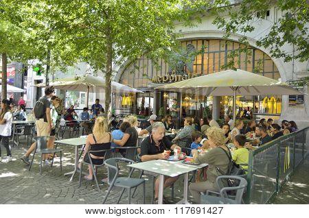 Outdoor Mc Donalds Restaurant