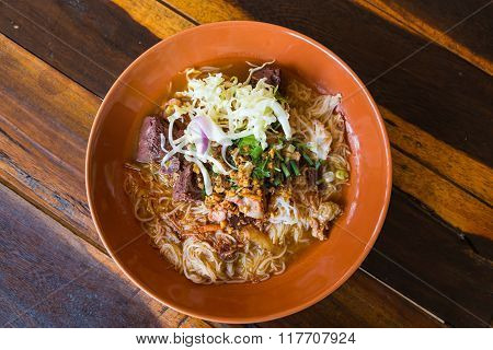 Thai Rice Vermicelli With Spicy Pork Sauce
